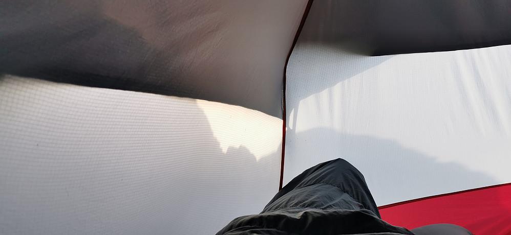 Hærleg å vakne i 06. tida på morgenkvisten på Nosa til dette teltskuet!