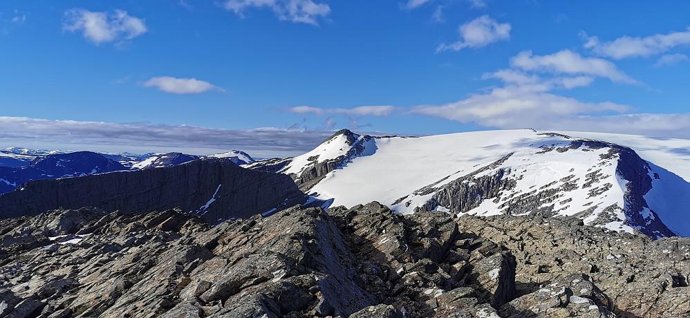 Ifrå første fjelltopp Skjerdingane sør for 1271 moh
