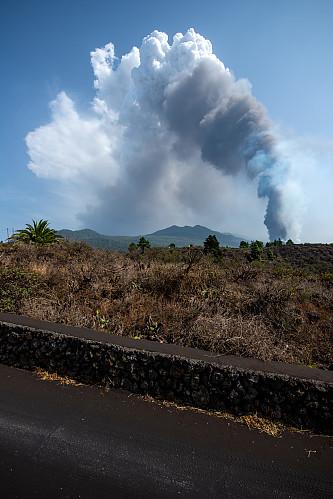 Et av de første bildene av vulkanen