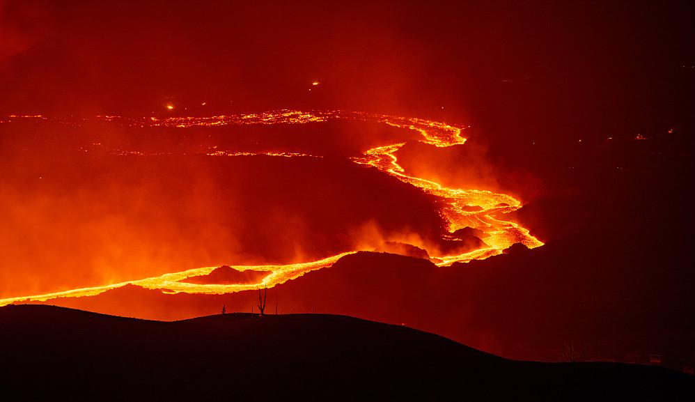 Lavaelva som går fra vulkanen til Atlanterhavet