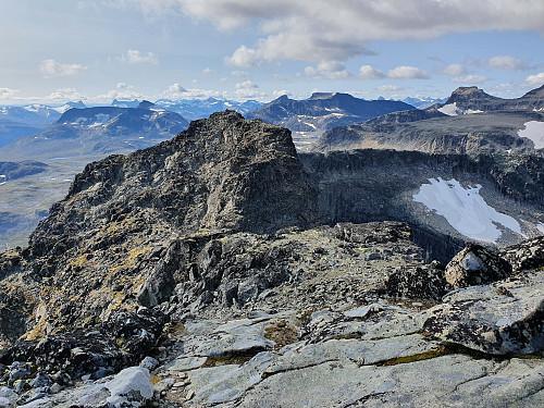 Utsikt mot Midtre Torfinnstinden