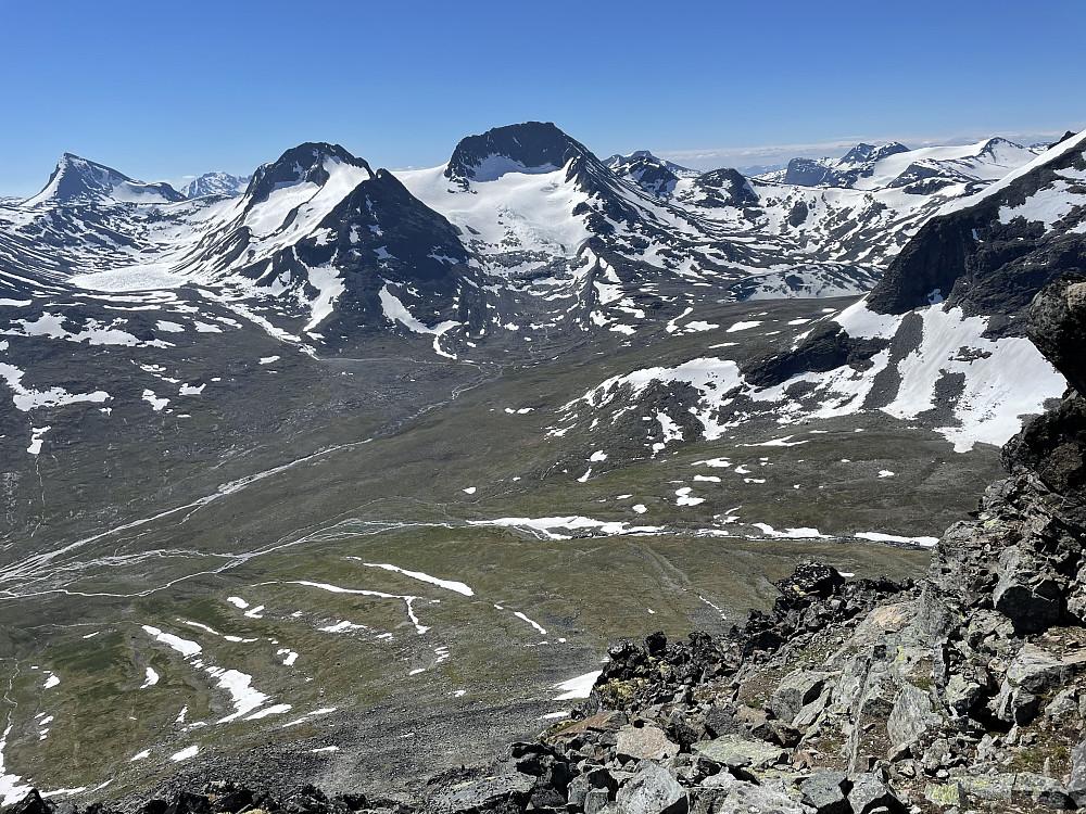 Ved klyvepunktet nedenfor Østligste fortopp til Søre Bukkeholstinden.