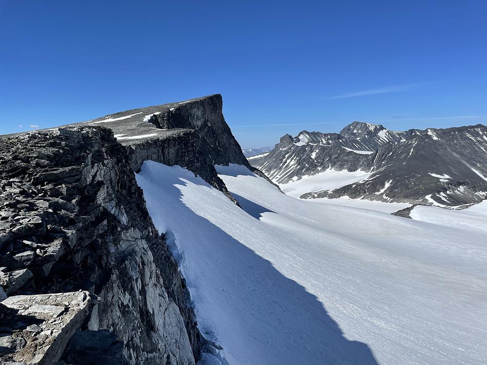 Bukkehøe (2314 m). Galdhøpiggen ses til høyre.