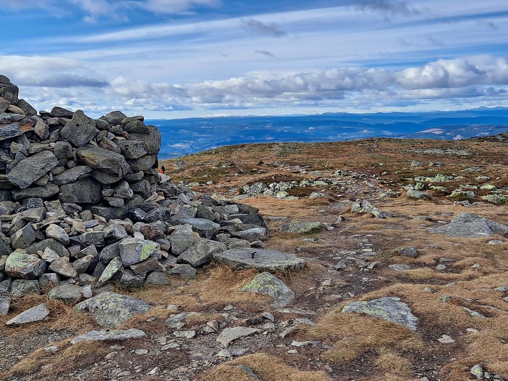 På Nevelfjell, kvitt på Synnfjellet