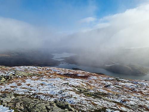 Storevatnet og Bergsvatnet bak litt tåke