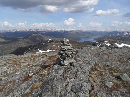 Austover med Hovdenuten 1119 og Vesterdalsfjellet t.v. og Hartevatnet 759 t.h.