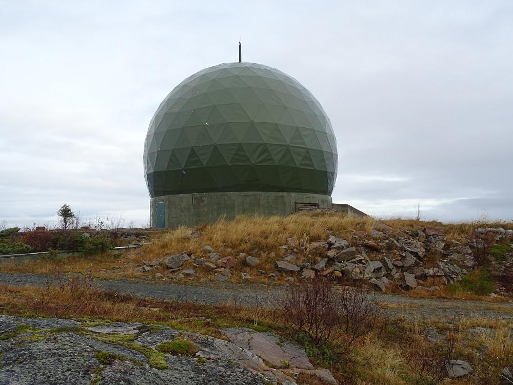 Topp-punktet ligger noen få meter sør for kula